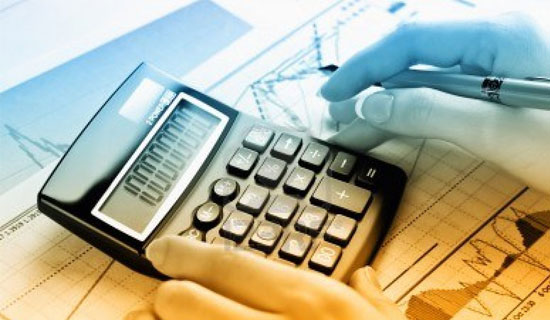 how to become a medical accountant
